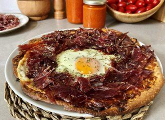 Pizza amb pernil ibèric